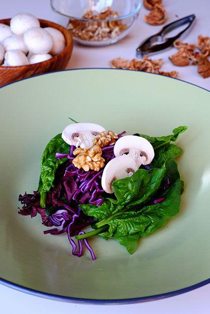 Insalata di spinaci, noci e cavolo rosso - GranoSalis - Blog di cucina naturale e consapevole