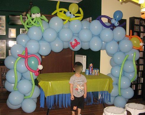 Διακόσμηση για πάρτυ με κατασκευή από μπαλόνια.