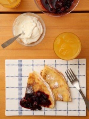 「クレープ&ベリーのジャム」順番どおりに混ぜるだけで、ダマになりません☆焦がしバターで香ばしさアップ!ベリーのジャムも、とっても簡単&美味ですよ♪【楽天レシピ】