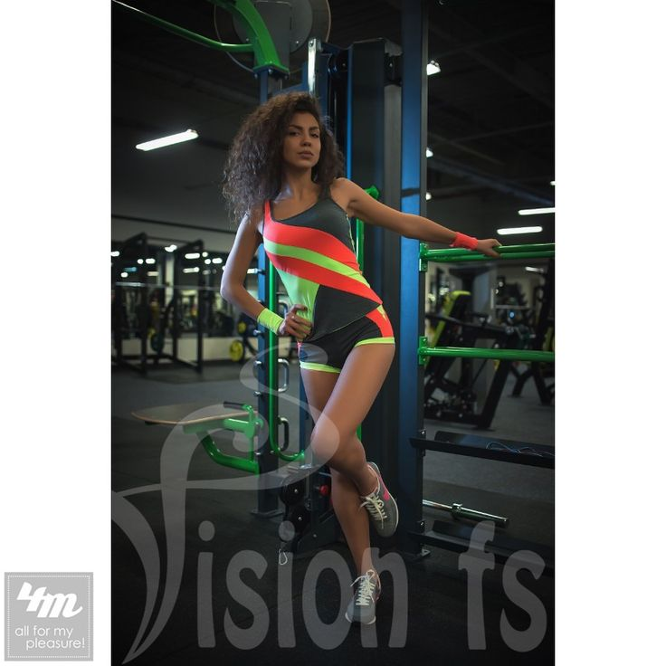 Шорты VisionFS «Фьюжн 16901 Z» (для фитнеса)  Коротенькие, сексуальные и очень удобные шорты – идеальны для фитнесса и активного вида спорта. Шорты идеально смотрятся под топы, майки и футболки. Сочные и яркие цвета придадут Вам позитивной энергии для эффективных занятий!  Длина шорт: 20 см  Ткань: предназначена для спорта и активного отдыха, имеет специальную структуру «дышащая» Состав ткани: цветной эластичный спортивный трикотаж (полиэстер 40%, полиамид 30%, эластан 30%); двунитка (хлопок…