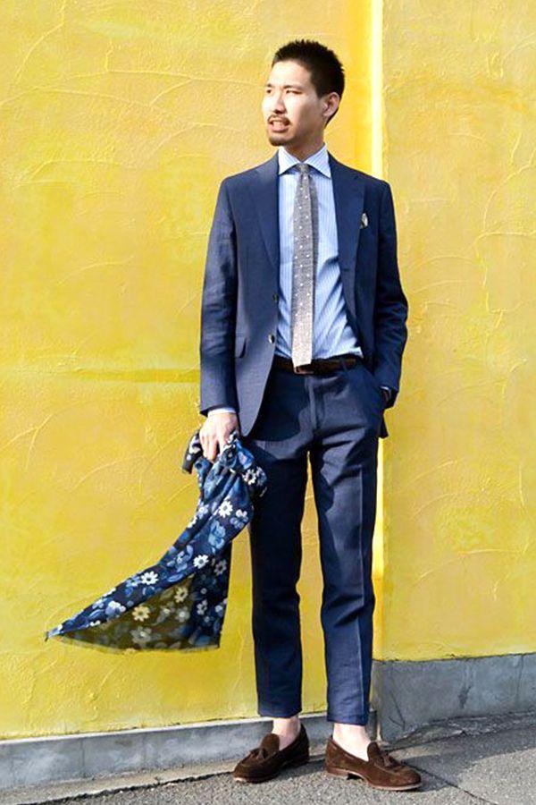 ジューンブライド!結婚式に着ていきたい men's お呼ばれスタイル特集 | 信頼感を印象づける色、ブルー。シャツ・ネクタイ・チーフはスーツと同色同トーンでシンプルにまとめるのがオススメ。小物アイテムは、さりげなく柄ものを取り入れるの  ...