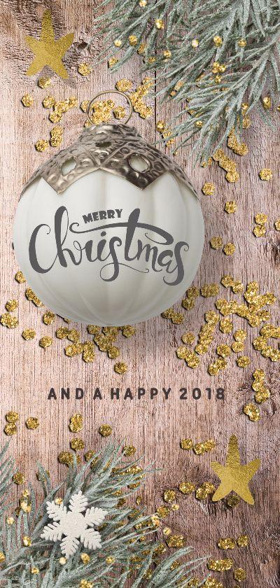 Langwerpige klassieke kerstkaart met hout ondergrond, goud look snippers, kersttakje en sneeuwvlok. Deze kerstkaart is verkrijgbaar bij #kaartje2go voor €2,20