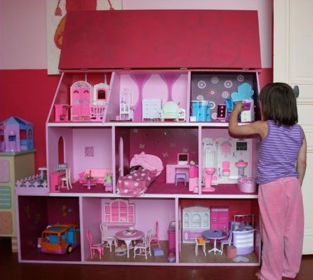 les 76 meilleures images propos de maison poup es sur pinterest maison de barbie. Black Bedroom Furniture Sets. Home Design Ideas