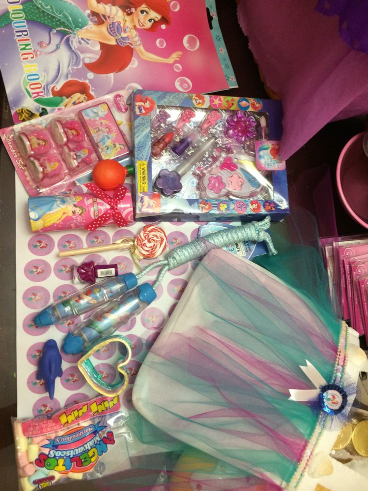 Little mermaid themed party, gift bags!!! Amazing