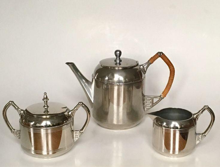 Tea set design Meine Huisenga executed by Daalderop Tiel circa 1915. Dutch Nieuwe Kunst.