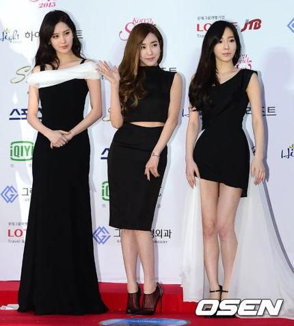 red carpet black dress look alike
