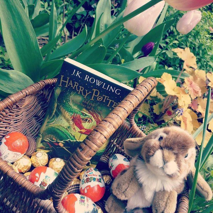#happyeaster #Paques #chocolate #bunny #eggs @kinder #harrypotter #igeroftheday #iger #lightfantasy #garden #flowers #tulipe #chocolat #KinderSurprise @FerreroFrance #ferrerorocher #pottermore #france #frenchgarden #normandie #calvados #lownormandy