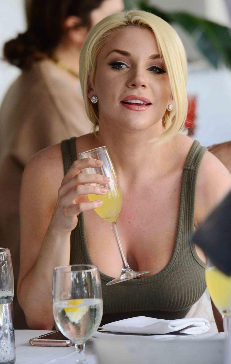 #BeverlyHills, #CourtneyStodden Courtney Stodden at Villa Blanca in Beverly Hills – 04/05/2017 | Celebrity Uncensored! Read more: http://celxxx.com/2017/04/courtney-stodden-at-villa-blanca-in-beverly-hills-04052017/