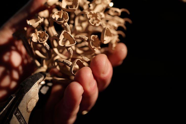 albero d'oro con anelli pronti per essere tagliati e rifiniti