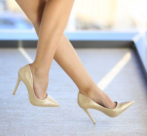 Pantofi Labest Aurii - <br>Culoare:  Auriu<br>Dimensiune toc:  11<br>Material:  Piele eco Colectia Pantofi cu toc de la  www.cutoc.net