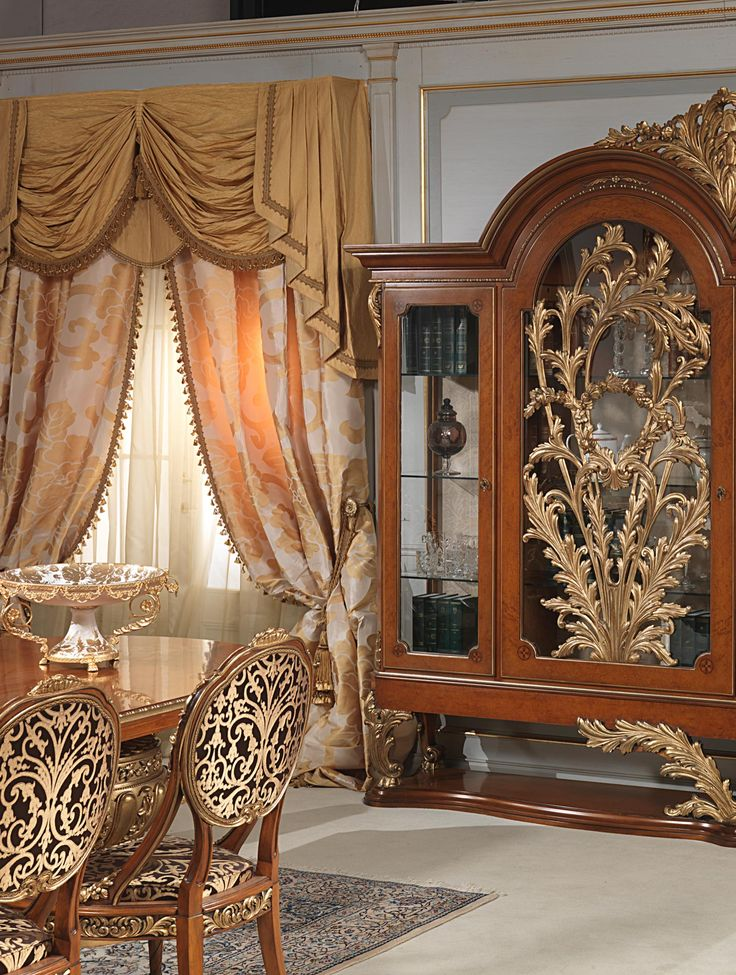Classic dining room Versailles Luigi XVI style by Vimercati. Handmade and carved by hand by italian craftsmen