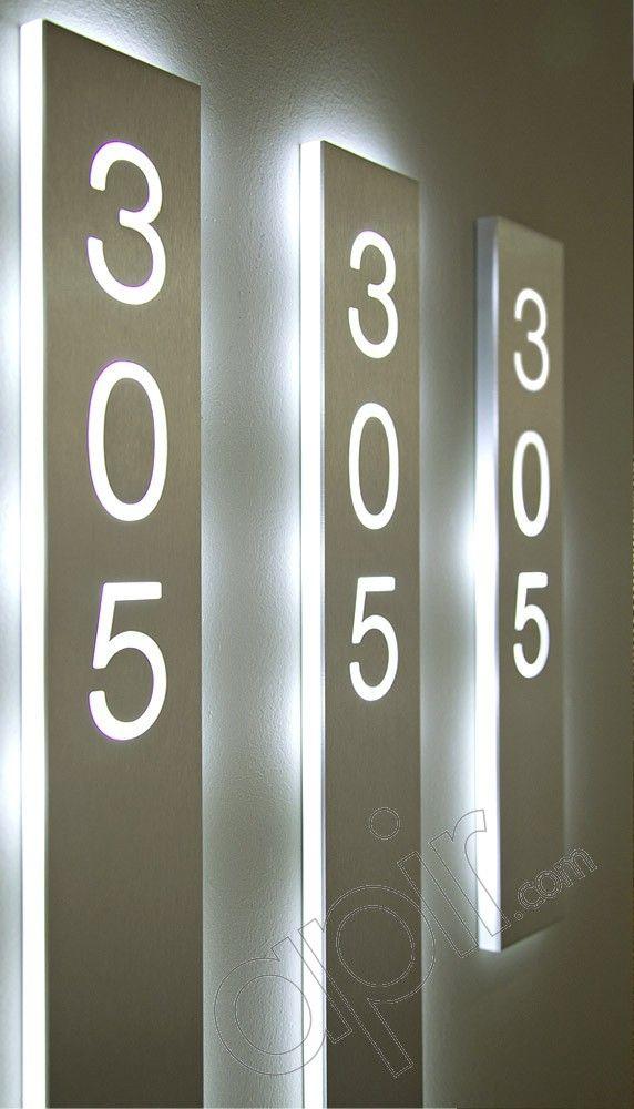 STRIPE - Linea di segnaletica in metallo o Plexiglass con caratteri traforati e tecnologia Led