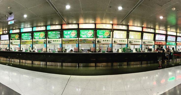 高速バスで宜蘭へ台北駅のバスターミナルチケット売り場が壮観 Off to #yilan by #bus from #taipestation #taipei #taiwan #travel #travelgram