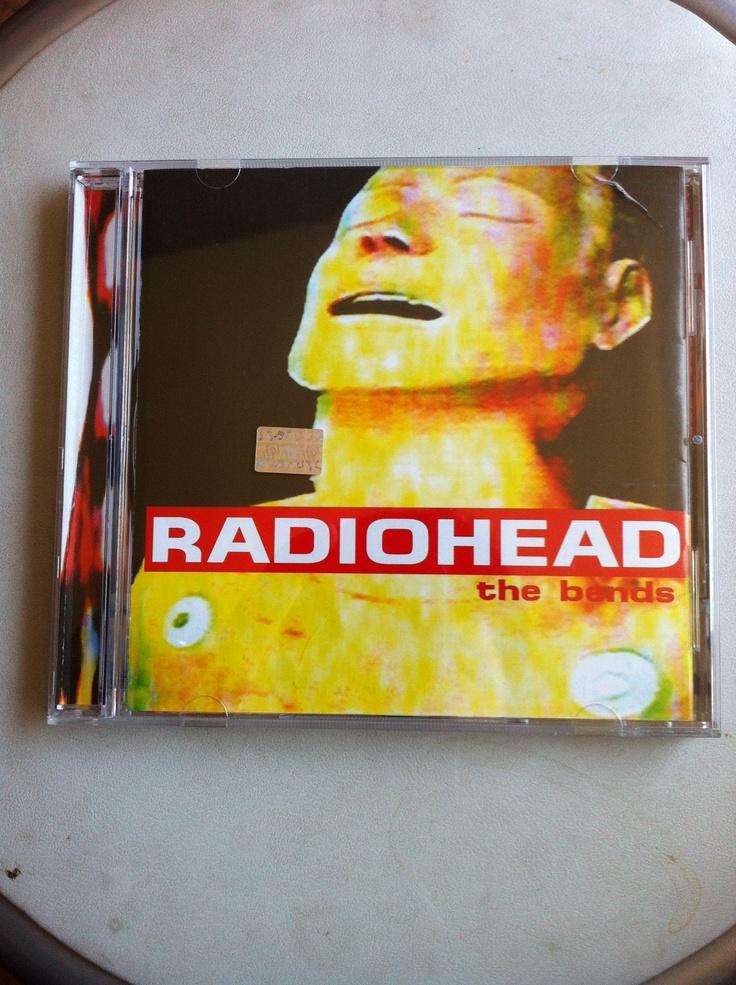 Segundo disco de Radiohead. Editado en 1995 vino a consolidar el sonido característico de la banda y el éxito comercial. Uno de mis preferidos, entre OK Computer e In Rainbows. Un disco que puedo escuchar de corrido sin saltarme ningún tema. Lo tuve en cassette el año 1999 cuando me lo regalara un gran amigo. Recién obtuve el CD original el año 2003 y este 2011 importé una versión nueva porque la otra ya estaba rayada.