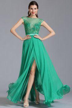 Zelené plesové šaty zdobené kamínky Velmi elegantní plesové šaty mají bohatě krajkou a kamínky zdobený živůtek šaty nemají všitou podprsenku, na živůtek navazuje dlouhá originálně skládaná sukně s rozparkem, zelená barva, plesové šaty, saténový pásek