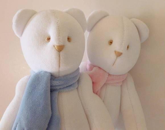 Ursinhos de tecido para decoração  Nick e Belinha em tecido plush   Os olhinhos e os focinhos dos ursos são bordados (rococó).  Tamanho: 30 cm cada  * preço referente a 01 unidade. R$ 75,00
