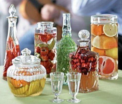 В России наливки вошли в моду в XVII веке, изобретено было великое множество рецептов. Наливки и настойки, наряду с водкой, стали национальными русскими напитками. К сожалению, они почти исчезли с прилавков магазинов, но их очень просто приготовить самостоятельно, тем более что домашние наливки, приготовленные из свежих фруктов и ягод, не идут ни в какое сравнение с покупными.