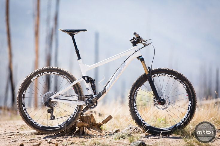 """The new Flux is a lightweight 120mm travel 27.5"""" trail bike."""