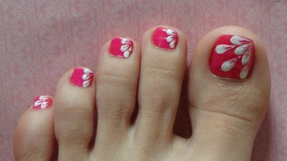 White Flower Petals Easy Design For Toe Nails ( Nails With A Hair )