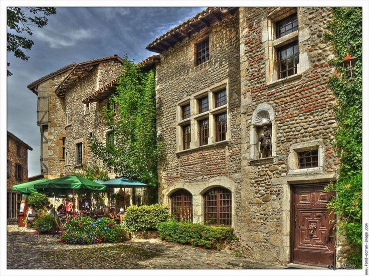 Pérouges, Meximieux, Bourg-en-Bresse, Ain, Rhône-Alpes, France