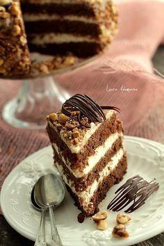 Tort de ciocolata cu crema de lapte - felie de tort