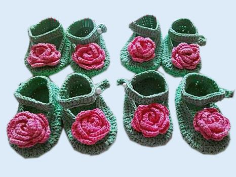 Roses baby shoes