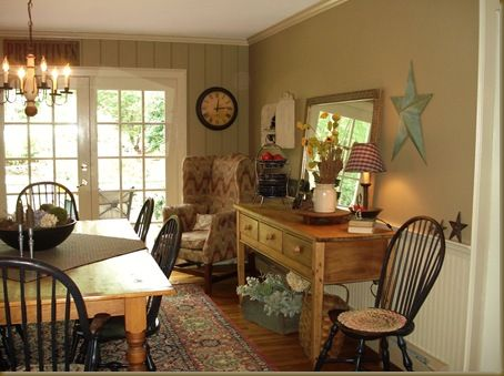 Lovely colonial, primitive dining room.