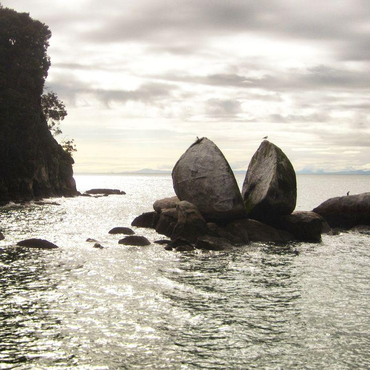 #Mother #nature is definitely a genius!  Split #Rock #Apple, #AbelTasman National Park, New Zealand. #beautifulplaces @natgeo @purenewzealand #nzmustdo #NewZealand @bestvacations @nuzeeland @wonderful_places