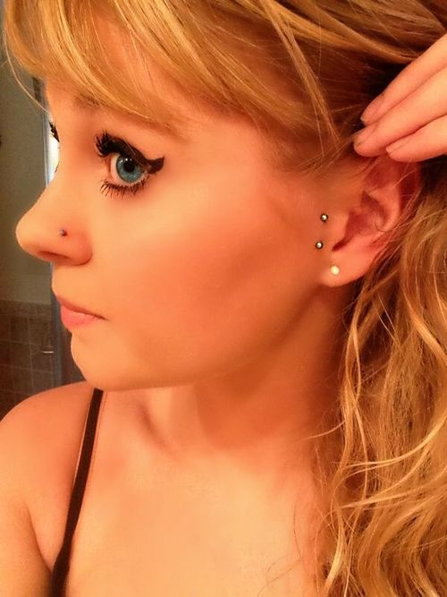 my double tragus / surface tragus / vertical tragus piercing