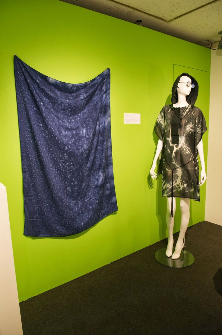 Made by rain scarf Aliki van der Kruijs, Raincape icw Elsien Gringhuis - Tradition and Innovation of Dutch Design, Tokyo, Mikimoto, 27/3-23/4