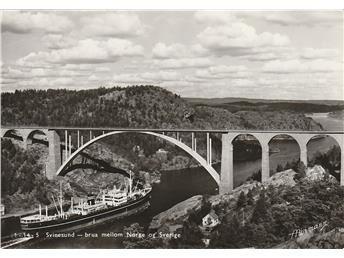 Svinesund brua mellom Norge og Sverige ca 1955