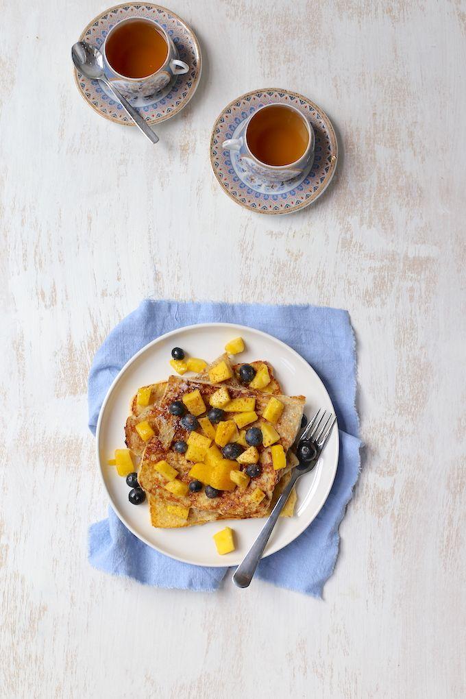 Wentelteefjes met mango en blauwe bessen