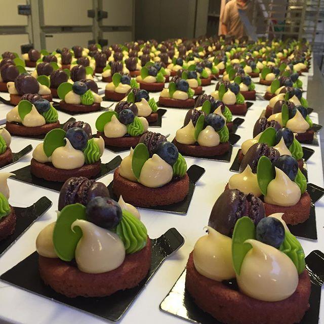 200 Paphos gebakjes besteld, bij #manus kan alles…