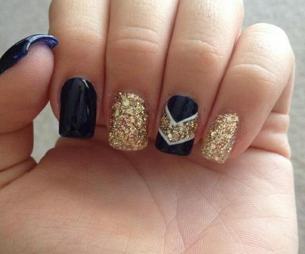 uñas acrilicas negro y dorado