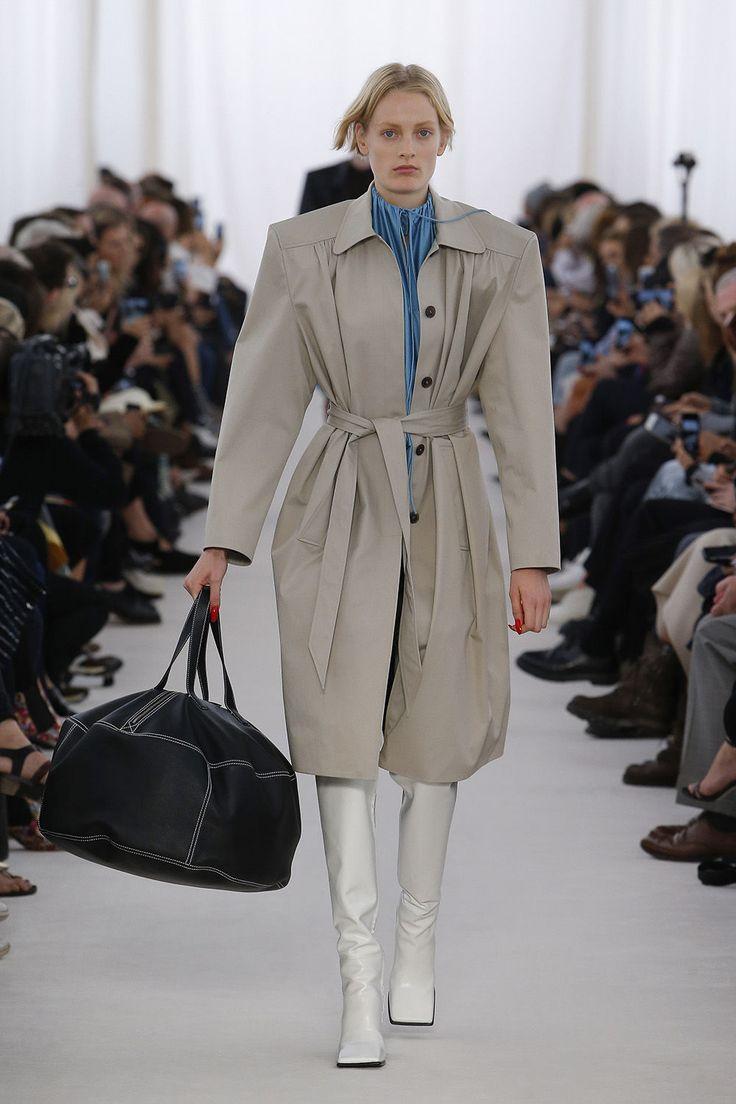 バレンシアガ (Balenciaga) のレディース & メンズコレクション一覧ページ。シューズ、ハンドバッグやデザイナー服など豊富なラインアップ。バレンシアガ (Balenciaga)公式オンラインストア。