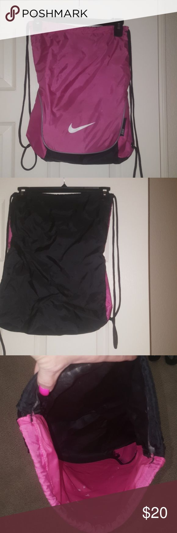 Nike bag Hardly used excellent condition. Make offer Nike Bags Shoulder Bags