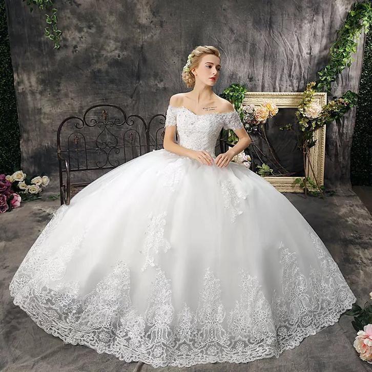 Romantische off shoulder prinsessen trouwjurk met wijde rok