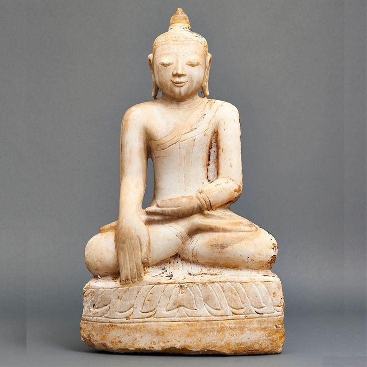 "White marble Burmese Sakyamuni Buddha sitting with his hands in bhumisparsha- or ""touching the earth"" gesture (calling the earth to witness his enlightenment). 17th century. H. : approx. 70 cm, W. : 40 cm, D. : 16 cm Shipping and handling not included."