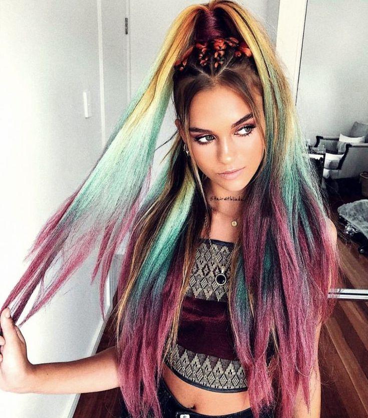 Modetrends In Den 90ern Die Wirklich Jeder Mitgemacht Hat Auch Ein Trend Aus Den 90er Jahren Der Wieder Zuruck Rosa Frisuren Hubsche Frisuren Haarschonheit