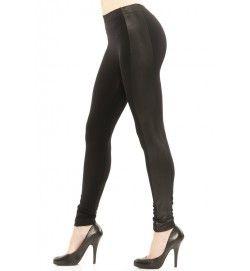 Svarta leggings med revärer i skinnimitation. Viscose/elastan.  SEK 229,-