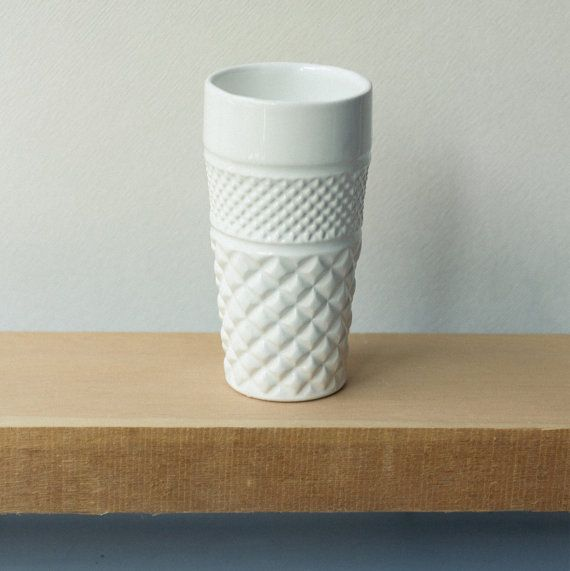 Pure and simple with a slight glossy finish. This ceramic vase is handmade and polished one by one. Can be filled with water and used for showing your favorite flowers. Made with love from us to you. Handcrafted one by one in Stgo · Chile Handle with care and wash by hand.  7.5ø x 15cm