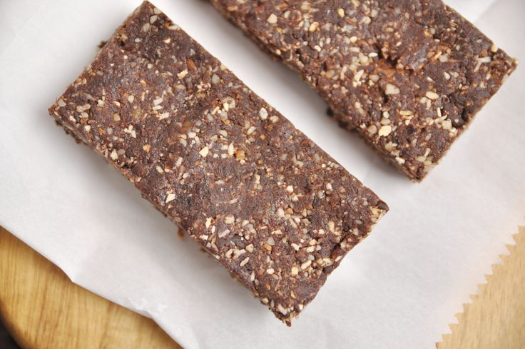 No bake, simple, and delicious. That is the WAY I roll. I live on homemade energy bites/bars/oat bars, you name it. They are my everything when it comes to snacking. I cannot remember the last time I bought store made bars aside from my emergency stash of Lara Bars for when I am out of everything. In this world, quick and convenient is key. And getting it healthy as well usually means paying quite a bit extra. However, if you take a few extra minutes here and there, you can actually make…