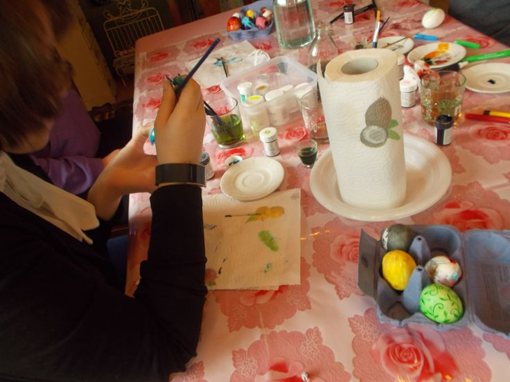 Eggs decorating: how to spend a rainy day with children & friends during Easter Holidays
