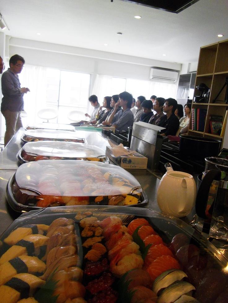 """2012年9月29日ゲストスピーカーは、寿司職人養成学校""""東京すしアカデミー""""の創業者である福江誠氏!創業のきっかけ、当時の苦労話、そこから現在に至った経緯など、東京すしアカデミーにかける想いについて語っていただきました。"""
