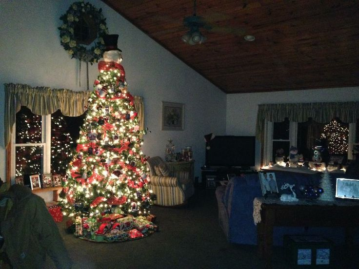 Rotating Christmas tree with a snowman topper