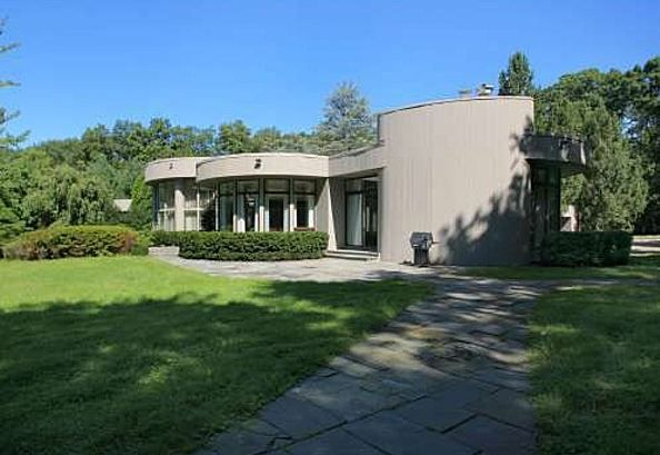 Whitney Houston's house for sale in New Jersey 7