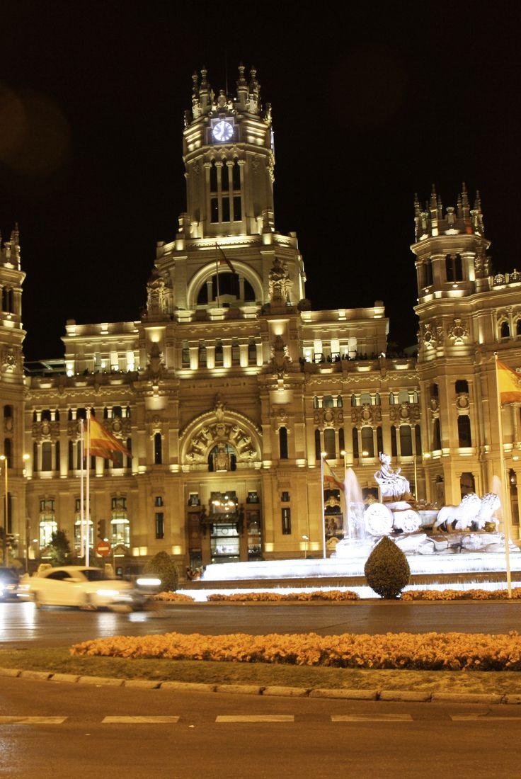 Plaza de Cibeles in Madrid... bei nacht schöner als bei Tag