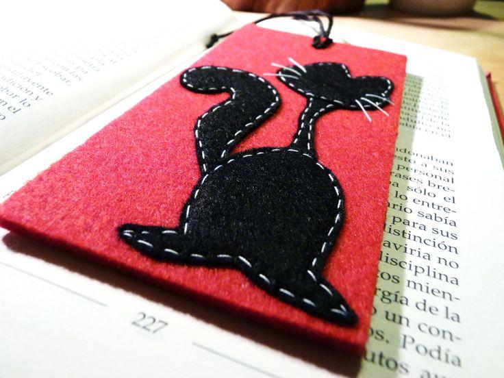 Gattone nero  Segnalibro di feltro rigido, fatto 100% a mano da Fanciulla Accessori http://www.facebook.com/FANCIULLAACCESSORI