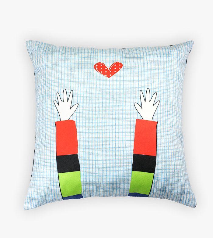 Дизайнерская подушка от русско-греческого тандема Lacrimosa Design будет хорошим подарком для ребенка и любимого человека. Простые рисунки сделаны вручную.
