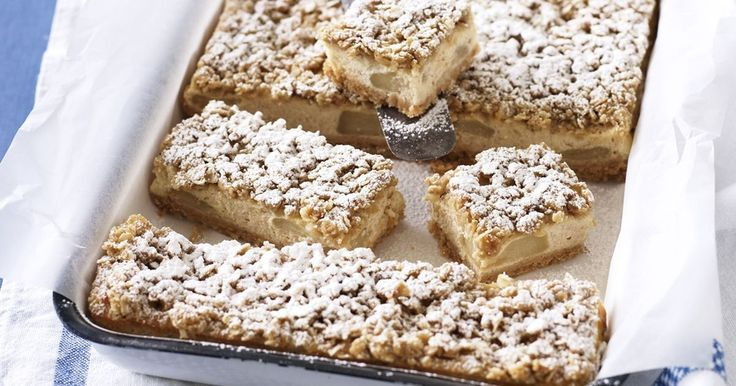 Now you can enjoy two classic desserts in one with this apple crumble cheesecake recipe.